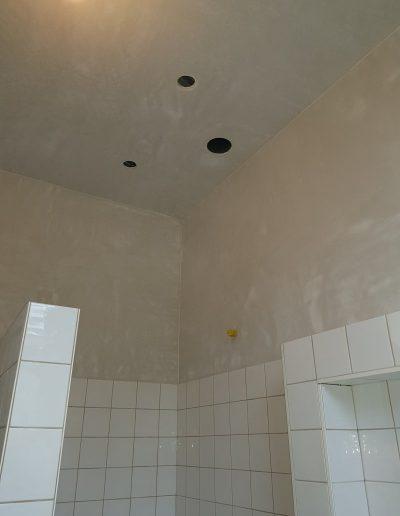 badkamer boven de tegel glad stucwerk klus in Groningen